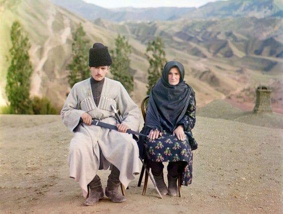 Un homme et une femme de Daghestan posant ensemble