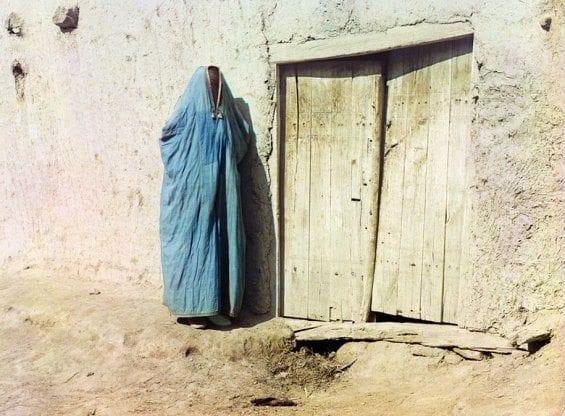 """Une femme Sart à Samarkand, en Ouzbékistan.Jusqu'à la révolution russe de 1917, """"Sart"""" était le nom des Ouzbeks vivant au Kazakhstan."""